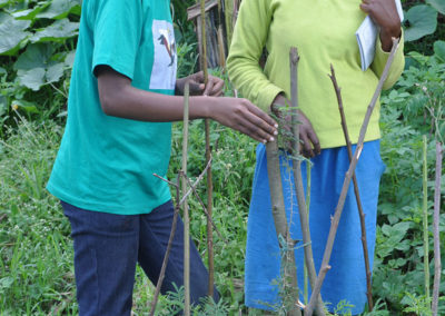 RWCA Botanist visits a youth clunb member to see her tree